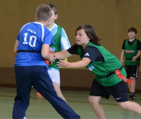 bg8-Spieler versucht sich den Ball zu schnappen