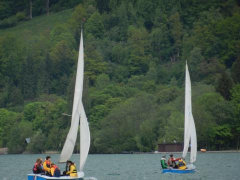 zwei Segelboote