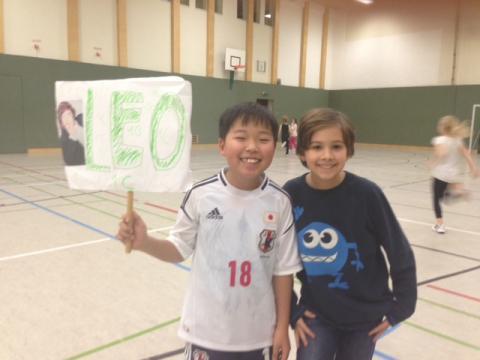 Zei stolze Schüler bei der Siegerehrung