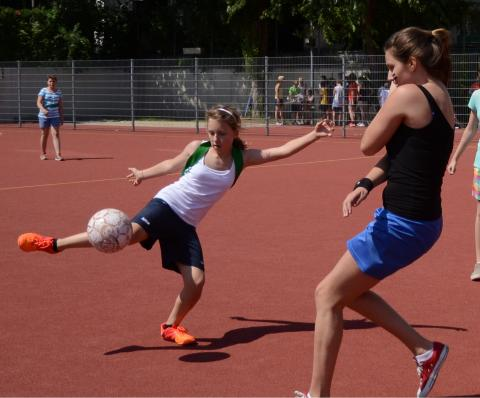 Torschuss beim Mädchenfußball